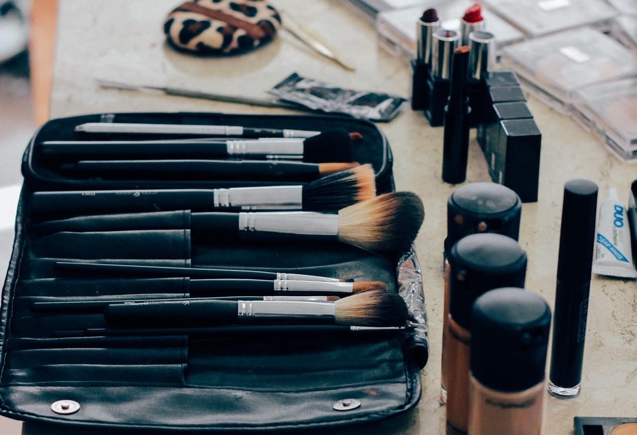 Уроки по макияжу на дому thumbnail