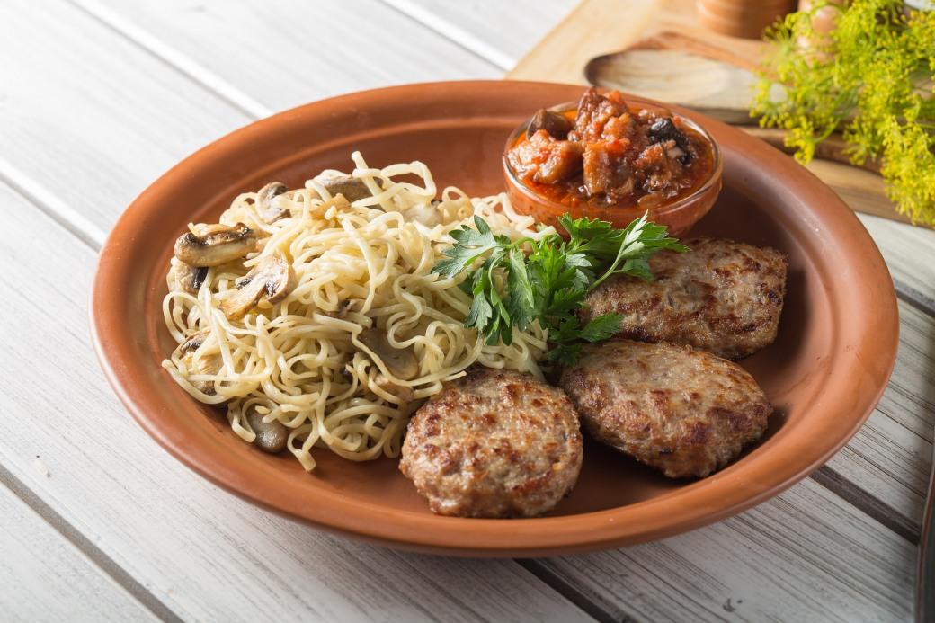 Горячее из фарша: ТОП-10 вкусных блюд на праздничный стол и на каждый день с фото